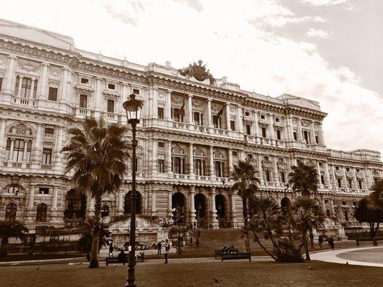 Palazzo di Giustizia: :)