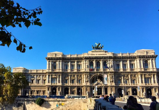 Palazzo di Giustizia: Front