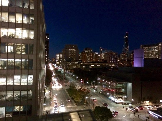 Shangri-La Hotel Toronto: view west University