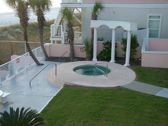 Pineapple Beach Villas : Hot Tub