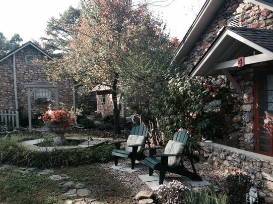 Rock Cottage Gardens B&B Inn : A look at some of the grounds