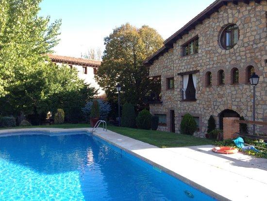 Hotel & Spa Molino de Alcuneza Relais & Châteaux: Vista desde el jardín