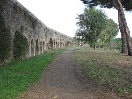 Piccolo Borgo: Aquaduct parc