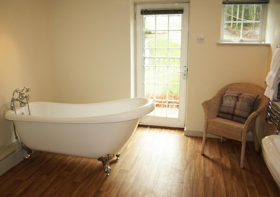 Cottesmore Golf and Country Club: Superior Room Bathroom