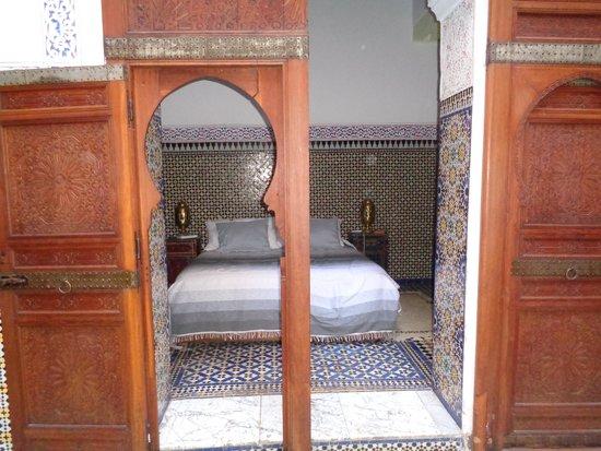 Riad Saada: Les portes à ogive de la chambre