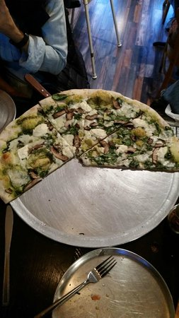 Moondog Pizza: Their Green Pie w/pesto and ricotta
