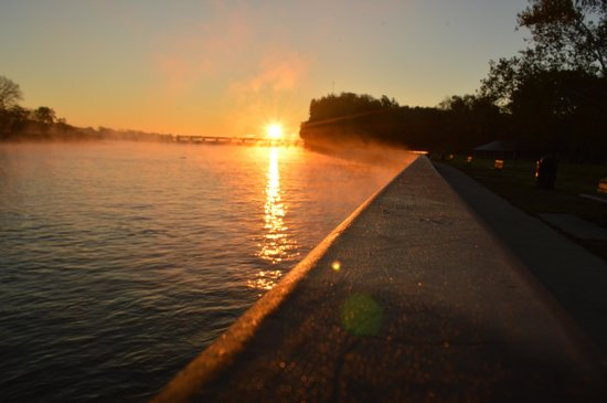 Starved Rock Lodge & Conference Center: The Illinois River at Starved Rock State Park