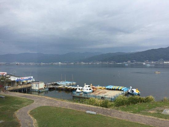 Taizi Harada Art Museum: 二階のカフェからの諏訪湖の眺め