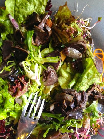 """L'etranger: A very tasty, really fresh - and not greasy! - """"salade de gésiers"""" (""""gizzards salad"""")"""