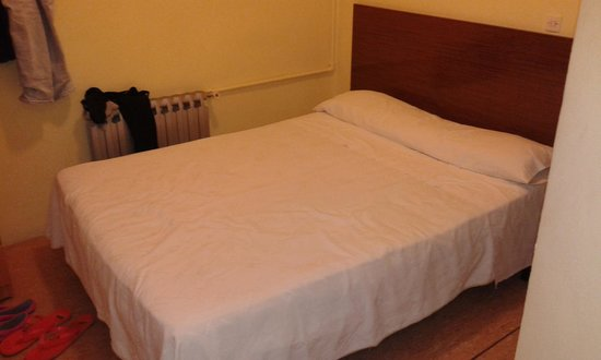 Hostal Moratin : Letto supercomodoso