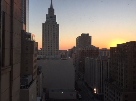 Magnolia Hotel Dallas Downtown : View from room at sunrise