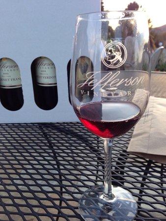 Jefferson Vineyards: Nice wine selection