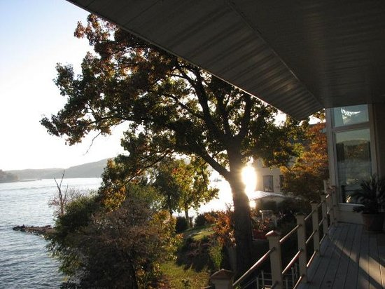 The Garden House Bed & Breakfast: sunset on the lake