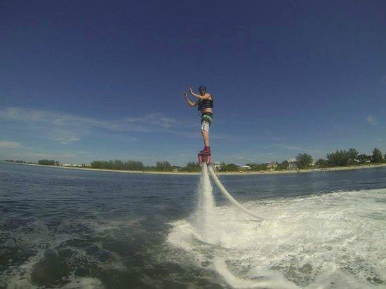 YOLO Watersports : FlyBoarding
