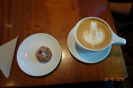 The Elysian Room: Ameretti cookie and Latte
