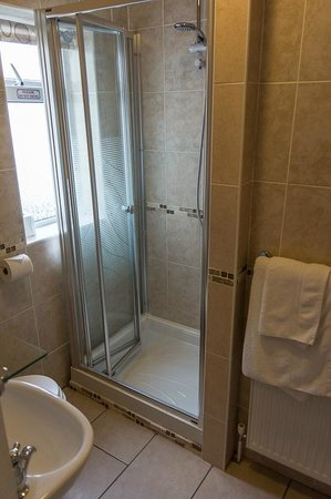 Holmleigh House: Shower