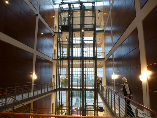 NH Torino Lingotto Congress : Halle mit Lift