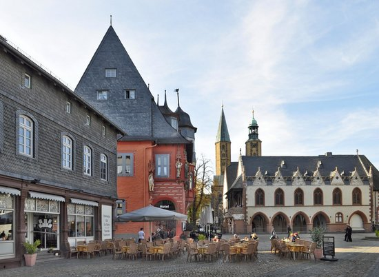 marktplatz goslar ist f r viele der sch nste im land foto van nedersaksen duitsland tripadvisor. Black Bedroom Furniture Sets. Home Design Ideas