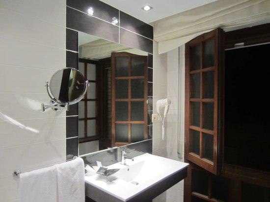 Pamplona Catedral Hotel: El baño