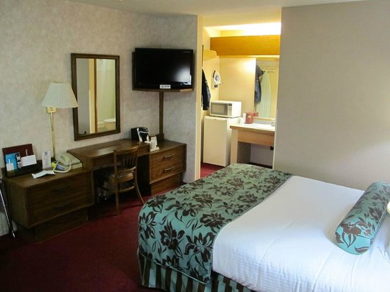 Flagship Inn: Hotel room
