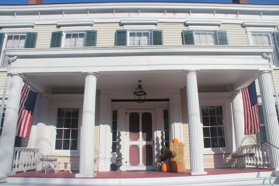 Peach Grove Inn: Picture from the front