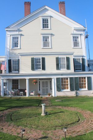 Peach Grove Inn: Picture of the side