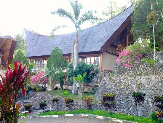 Hotel Sahid Toraja: Gebouw van het hotel waar onze kamer zich bevond