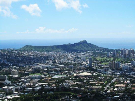 Oahu Spot Tours: View of Diamond Head and Honolulu