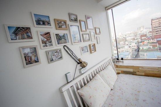 Mmmio House: view room