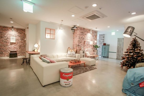 Mmmio House: living room