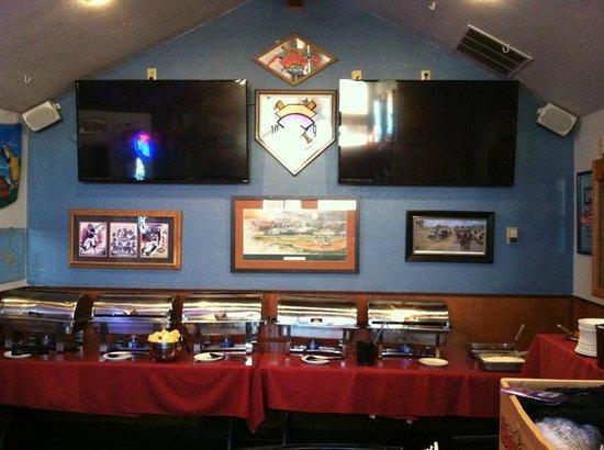 Tiny's Tavern: brunch spread