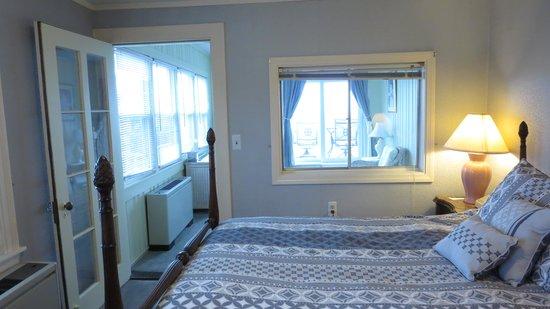 Yankee Clipper Inn: Looking toward bonus room