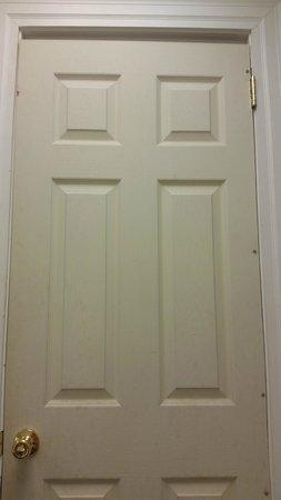 Hotel Aiken: Cheep door