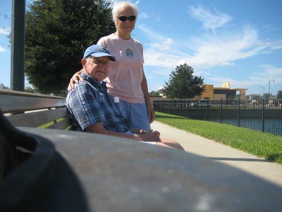 Hampton Inn & Suites Jacksonville - Bartram Park: Bench on the walkway.