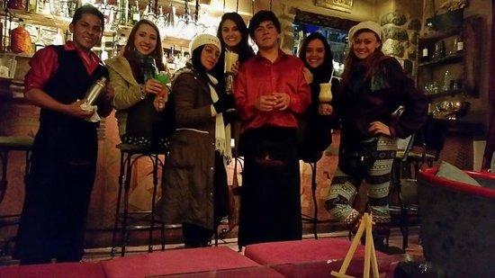 Divina Comedia Restaurante: Aqui con las chicas y nuestros anfitriones!!!