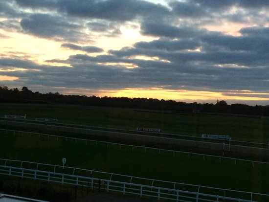 Lingfield Park Marriott Hotel & Country Club: A beautiful sunset