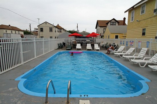 Dry Dock Motel: Pool