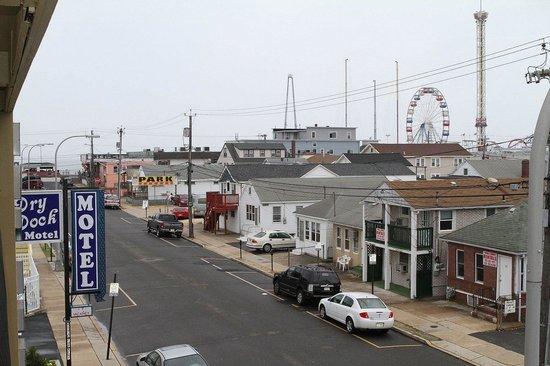 Dry Dock Motel: Beach View
