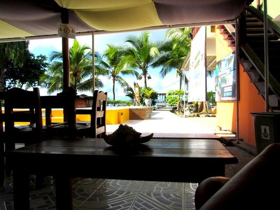 Pukalani Hostal: free breakfast with view