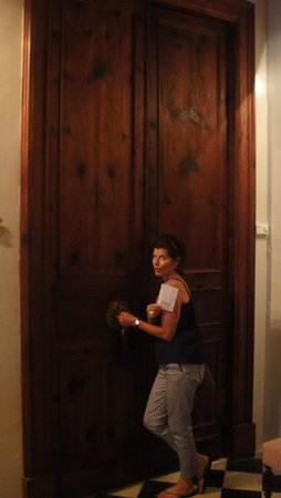 Boutique Hotel Can Cera: Huge doors to rooms!