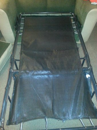 Comfort Inn and Suites: broken support bar and missing springs