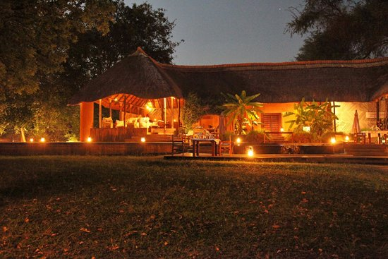 Luangwa River Camp: Lodge by night