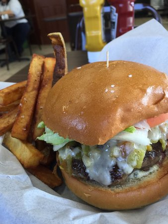 Cafe Tommy: New Mexican burger
