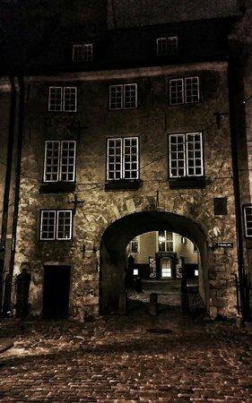 Jauniela: Ночь, улица, фонарь, где аптека!?