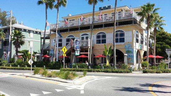 BridgeWalk a Landmark Resort : Resturant that is infront of the hotel
