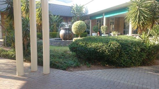 Cresta Lodge Gaborone: way to chatters restaurant Cresta