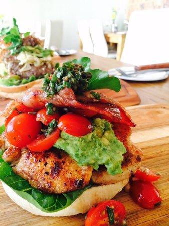 Sanook Cafe: Mucha cha burger