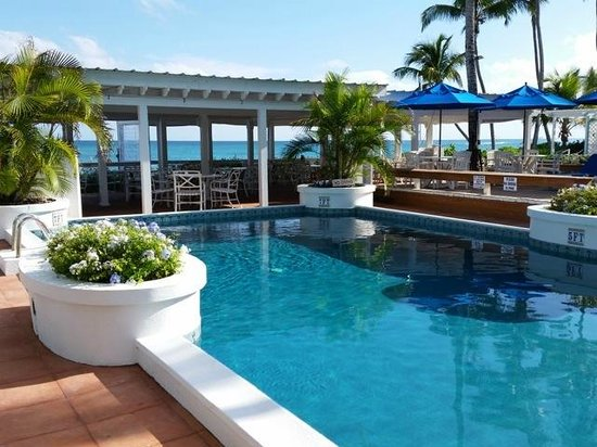 Hope Town Harbour Lodge: Pool / Ocean view