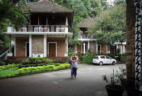 Hotel Ambadi: Drive in - nothing else beyond the buildings