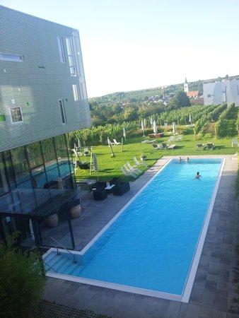 Loisium Wine & Spa Resort Langenlois : Blick vom Balkon in den Innenhof - Aufenthalt 2014